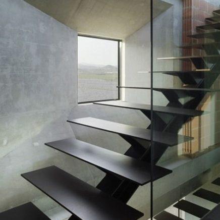 С металлическими ступенями