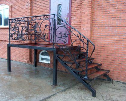 Металлические лестницы для улицы